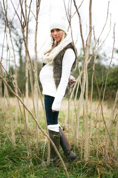 cute maternity photos for winter.
