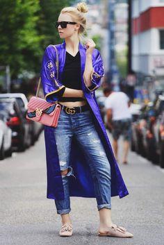 Asia-Feeling in der Großstadt: Kimonos in allen möglichen Variationen wird derzeit nicht nur in Japan getragen, sondern ebenso bei uns! Das Asia-Style Teil peppt jedes schlichte Basic-Outfit in wenigen Sekunden auf.
