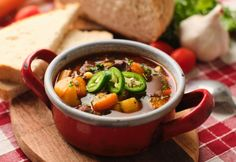 Hungarian Recipes, Hungarian Food, Cheeseburger Chowder, Ramen, Chili, Soup, Ethnic Recipes, Hungarian Cuisine, Chili Powder