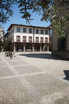 A former pousada, the design Hotel da Oliveira is located in the very centre of Guimarães, cradle of Portugal.