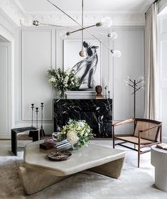 World exclusive: inside the home designed by Princess Beatrice's fiancé, Edo Mapelli Mozzi - Vogue Australia Interior Desing, Interior Inspiration, Interior Lighting, Interior Paint, Living Room Interior, Living Room Decor, Bedroom Decor, Vogue Living, Piece A Vivre