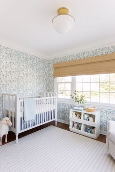 Tour an adorable gender-neutral nursery designed by the founder of home décor brand Lulu & Georgia, Sara Sugarman Brenner. Baby Room Design, Nursery Design, Baby Room Decor, Nursery Room, Kids Bedroom, Nursery Decor, Kids Rooms, Nursery Ideas, Project Nursery