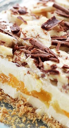 Banana Split No-Bake Cheesecake ~ Graham Cracker Crust topped with a creamy cheesecake mixture, vanilla pudding, pineapples, bananas and whipped cream. The perfect dessert for potlucks! Baked Cheesecake Recipe, Homemade Cheesecake, No Bake Cheesecake, Potluck Desserts, No Bake Desserts, Delicious Desserts, Dessert Recipes, Jello Recipes, Baking Recipes
