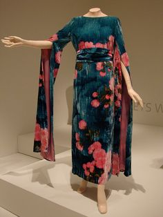 Hanae Mori dress... I love this.  Can see Kim in this one.