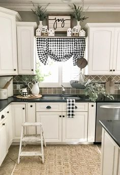 Modern Farmhouse Kitchens, Farmhouse Kitchen Decor, Home Decor Kitchen, New Kitchen, Diy Home Decor, Kitchen Ideas, Decorating Kitchen, Rustic Farmhouse, 10x10 Kitchen