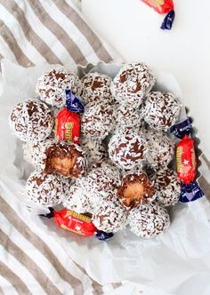 Chokladbollar med Dumlegömma | Fridas Bakblogg Fun Desserts, Dessert Recipes, Awesome Desserts, Sweet Little Things, Sweet Stuff, Fika, Afternoon Tea, Cereal, Deserts