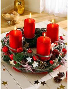 The Advent wreath: the symbol of a fairy-tale holiday season Christmas Tablescapes, Christmas Candles, Christmas Centerpieces, Xmas Decorations, Christmas Advent Wreath, Noel Christmas, Simple Christmas, Christmas Crafts, Advent Wreaths
