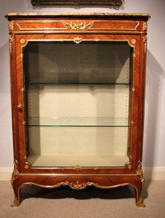 A fine quality French kingwood & ormolu mounted vitrine.