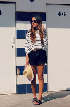 Streetstyle: beach day look, striped crop top + lace shorts + ugly sandals