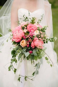 Wedding bouquet idea; Featured Photographer: Corrina Walker Photography