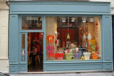 PANDUGARMKV-Visual merchandising and retail design - ESCAPARATISMO: PYLONES .Comercio de útiles para casa y decoración...
