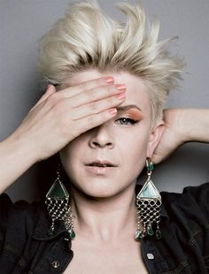 i loved Robyn in the 90s.. i love her now!! shes awesome