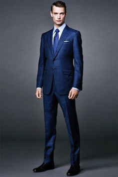 James bond suit - Tom Ford 6 Style Rules Every Man Should Live By Tom Ford スーツ, Tom Ford James Bond, James Bond Suit, Bond Suits, Tom Ford Suit, Gentleman Mode, Gentleman Style, Men's Business Outfits, Moda Formal