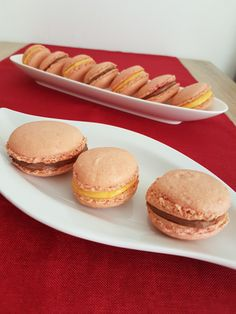 Macarons franțuzești. – Lorelley.blog Biscotti, Macarons, Hamburger, Food And Drink, Sweets, Bread, Healthy, Felicia, Blog
