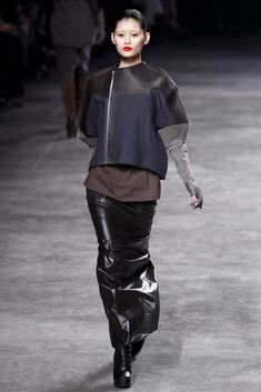 Rick Owens Fall 2011 Ready-to-Wear Fashion Show - Ming Xi (Elite)