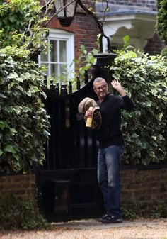 George Michael Photos - George Michael arrives home after having had his crew cut. - George Michael Arrives Home