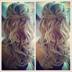 Half Up Curls - Hairstyles and Beauty Tips (bridesmaid hair half up messy) Loose Curly Hair, Curly Hair Styles, Twisted Hair, Curly Blonde, Updo Curly, Wedding Hair And Makeup, Bridal Hair, Hair Makeup, My Hairstyle