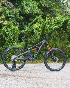 Best Mountain Bikes, Mountain Biking, Yeti Cycles, Mt Bike, Moutain Bike, Downhill Bike, Bike Stuff, Road Bikes, Bicycles