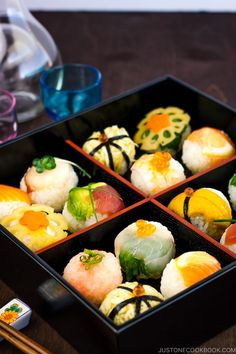 Celebrate happy occasions with these colorful ball-shaped Temari Sushi! Easily the prettiest sushi you can make at home or bring to a party or potluck! Sushi Recipes, Seafood Recipes, Asian Recipes, Gourmet Recipes, Ethnic Recipes, Snack Recipes, Snacks, Easy Japanese Recipes, Japanese Food