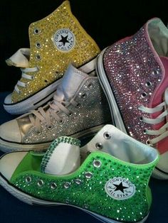 Glitter Converse, not really sure how I feel about these! I guess I'd rock them, haven't wore converse since freshman year! Gitter gelb For The Love of Shoes! / Glitter Converse on We Heart It Gitter gelb Converse All Star, Converse Chuck Taylor, Mode Converse, Sparkly Converse, Rhinestone Converse, Converse Sneakers, Converse Shoes Price, Colored Converse, Girls Shoes