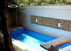 Muitas vezes, o espaço para construir uma piscina é limitado. A solução para esses casos é construir uma piscina pequena, que caiba no seu quintal.