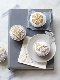Pretty Powdered Cupcakes