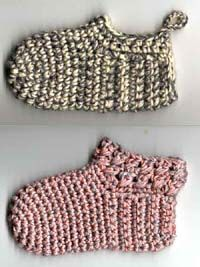 Crochet sleepers, free pattern not in En Crochet For Kids, Crochet Yarn, Free Crochet, Crochet Top, Crochet Baby Clothes, Crochet Baby Shoes, Bikinis Crochet, Baby Slippers, Crochet Slippers