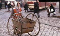 București în 1986 – 21 de fotografii | Muzeul de Fotografie History Of Romania, My Town, Socialism, Baby Strollers, Childhood, Urban, Retro, Inspiration, Vintage