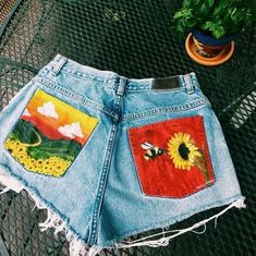 Painted Shorts, Painted Jeans, Painted Clothes, Art Clothing, Clothing Ideas, Art Hoe Fashion, Diy Fashion, Fashion Outfits, Flower Boys
