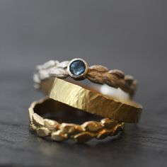 Anneaux larges & alliances trio stacked rings with leaf patterns of gold and silver