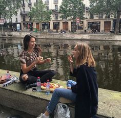 Eat food in a public place you've never been to before. Bff Goals, Best Friend Goals, Gal Pal, Bffs, Bestfriends, Friend Pictures, Senior Photography, Plein Air, Looks Cool