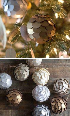 DIY Christmas Tree Ornaments More ball, 20 Homemade Ornament Ideas to Upgrade Your Christmas Tree - Pretty Designs Homemade Ornaments, Diy Christmas Ornaments, Homemade Christmas, Ball Ornaments, Glitter Ornaments, Christmas Spheres, Ornament Tree, Paper Ornaments, Christmas Balls