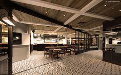 FOOD (CAFÉ) クリエイターが集結した話題のビストロカフェ。フードプロデュースは国内外の著名人を顧客に持つ「オーギャマン・ド・トキオ」で知られるフレンチビストロの第一人者である木下威征氏が担当。目の前でダイナミックに焼き上げる鉄板料理が登場します。ケーキプロデュースサダハル・アオキ・氏が担当。 CREATIVE MEMBER Interior Design : LINE-INC. 勝田隆夫Logo Design : PLUG-IN GRAPHIC 平林奈緒美Food Produce : TK-BLOCKS inc. 木下威征Cake Produce : parisserie Sad...
