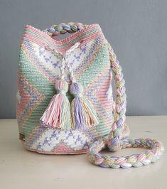 Ideas For Crochet Bag Wayuu Free Crochet Bag, Crochet Diy, Tapestry Crochet Patterns, Crochet Mandala, Mochila Crochet, Tapestry Bag, Crochet Handbags, Knitted Bags, Crochet Accessories