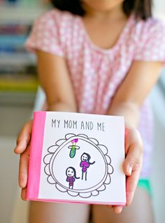 Kid Made Free Printable Mother's Day Book. Draw and write your favorite things about mom in this sweet printable book for kids.