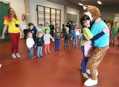 Tweeduizend kinderen knuffelen tegen pesten en geweld - GVA 09/04/2013