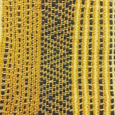 Tessuto con lana grezza tinta con colori naturali #handweaving