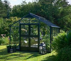 Juliana Premium 14ft x 9ft Wide Greenhouse and Base - http://www.gardensite.co.uk/greenhouses/juliana-premium-14ft-x-9ft-wide-greenhouse-and-base.htm