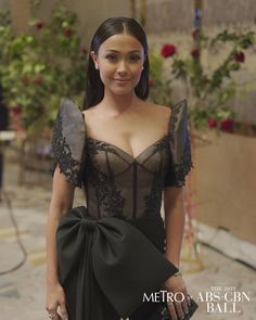 Modern Filipiniana Gown, Filipiniana Wedding, Ball Dresses, Formal Dresses, Wedding Dresses, Prom Ideas, Celebrity Look, Red Carpet Looks, Filipino