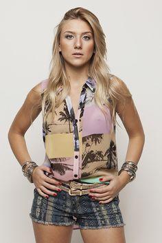 Camisa coqueiro color e short jeans escuro tribal #AnnaBellaLoja