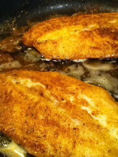 Poisson frit de papounet. Farine Chapelure Herbes italiennes Paprika Sel et poivre French Toast, Breakfast, Food, Fried Fish, French Fries, Recipes, Italy, Morning Coffee, Meal