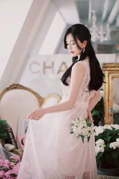 daily 2018 feminine& classy look White Fashion, Asian Fashion, Girl Fashion, Pretty Asian, Beautiful Asian Girls, Korea Dress, Evening Dresses Plus Size, Cosplay Outfits, Colourful Outfits
