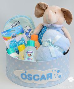 Una canastilla original para dar la bienvenida al bebé. Regalos para el recién nacido en una práctica sombrerera donde los papis podrán guardar los primeros recuerdos del recién nacido. Puedes verla en nuestra tienda online haciendo clic en la foto o en https://mibbtarta.es/producto/cesta-de-bebe-elefantito-de-lunares/ #canastilla #babyshower #regalonacimiento #regalobebe #cestanacimiento #cestabebe #cestanacimiento #sombrerera #bebe #maternidad #embarazo