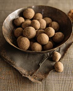 Chocolate balls with whole hazelnuts in the middle of them Kakao, Evo, Sweets, Breakfast, Balls, Desserts, Middle, Chocolate, Pies