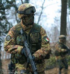 Ranger de 4° reggimento Alpini Paracadutisti. Questo reggimento è altamente specializzato nella ricognizione a lungo raggio e nelle attività tipiche delle Special Forces