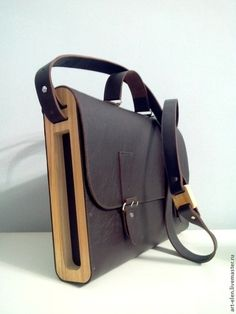 wood & leather bag- interesting to see non-solid wood sides Leather Art, Leather Pouch, Leather Design, Hobo Handbags, Leather Handbags, Wooden Bag, 3d Laser, Briefcase For Men, How To Make Handbags