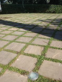 pavimento esterno in lastre di pietra arenaria color ligo http://www.pulchria.it/index.php/photo/giardini#nanogallery/nanoGallery/6068458999254555185/6068459133589769266