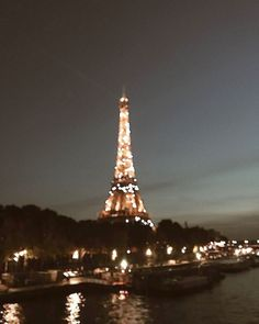 Check out the size of that lamppost yo, Check lamppost size traveldestinationsfrance 689402655444504691 Oh The Places You'll Go, Places To Travel, Travel Destinations, Torre Eiffel Paris, Paris 3, Travel Aesthetic, Adventure Is Out There, Travel Goals, Wonders Of The World