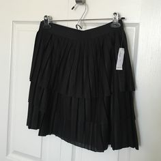 New Old Navy pleated mini skirt New black mini skirt. Pleated. Elastic band. Size small. Fits 2-4  👭⭐️🎉Want an additional discount? Follow me on IG @styleanthropy 😘👍🏻 Old Navy Skirts Mini