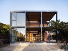 PRODUCTORA . Residencia Fleischmann . Los Angeles (1) Container Architecture, Modern Architecture House, Residential Architecture, Modern House Design, Architecture Design, Minecraft Architecture, Contemporary Architecture, Bungalows, Prefabricated Houses